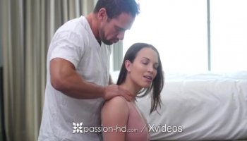 Babe is groaning from studs pussy thrashing action