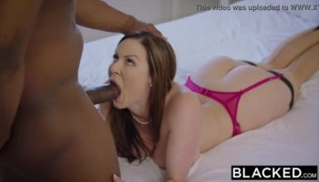 Nicole Really Knows How To Wank A Cock